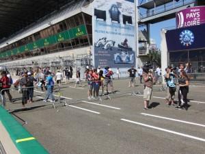 Une heure plus tard, pendant le podium eSport, la foule est moins nombreuse