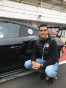 Anto encore écrit sur une Porsche, il a l'air heureux, et pourtant il n'est pas encore à Barcelone