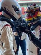 Regardez l'oeil d'André Lotterer pendant que Timo explique peut être à Anto pourquoi il tire tant sur son volant